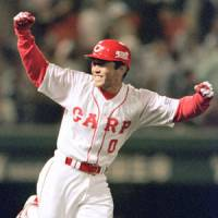 Gone too soon:Takuya Kimura, shown after a sayonara hit against the Yomiuri Giants in 1999, died on Wednesday less than a week after suffering a brain hemorrhage | KYODO PHOTO