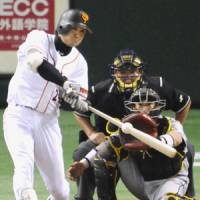 Clutch at-bat: The Giants' Yoshinobu Takahashi slaps a bases-loaded, two-run single in the seventh inning against the Tigers on Friday.