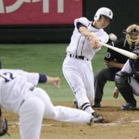 Big blast: Giants slugger Michihiro Ogasawara hits a tie-breaking solo home run in the eighth inning, giving the club the lead for good against the Dragons on Tuesday at Tokyo Dome. Yomiuri beat Chunichi 6-4. | KYODO PHOTO