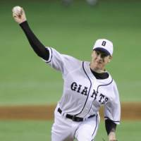 Rough outing: Giants starter Seth Greisinger, who had a no-decision, gives up four runs — three earned — and seven hits in 4 2/3 innings on Tuesday against the Dragons at Tokyo Dome. Yomiuri beat Chunichi 6-4. | KYODO PHOTO
