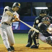 Textbook swing: Giants slugger Michihiro Ogasawara hits a solo homer in the fifth inning against the Swallows on Tuesday at Jingu Stadium. Yomiuri beat Tokyo Yakult 3-2.   KYODO PHOTO