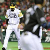 Wings clipped: Hawks pitcher Toshiya Sugiuchi takes to the mound after giving up a three-run home run against the Marines on Thursday. | KYODO PHOTO