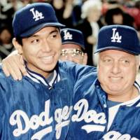 One for the books: Hideo Nomo is congratulated by manager Tommy Lasorda after notching his first victory for the Dodgers against the New York Mets on June 2, 1995.   KYODO/REUTERS
