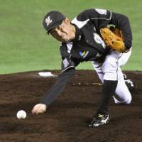 Keeping 'em guessing: Marines right-hander Shunsuke Watanabe gives the Hawks fits on Sunday afternoon in Game 4 of the Pacific League Climax Series final stage at Yahoo Dome. Chiba Lotte beat Fukuoka Softbank 4-2. | KYODO PHOTO