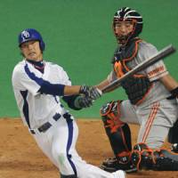 Piling on: Naomichi Donoue drives in Chunichi's fifth run with a single in the seventh inning of the Dragons' 5-0 win over the Giants in Game 1 of the final stage of the CLCS on Wednesday at Nagoya Dome. | KYODO PHOTO