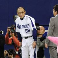 All smiles: Chunichi manager Hiromitsu Ochiai tinkered with the Dragons lineup, leading to a blowout victory in Game 2 of the Japan Series. | KYODO PHOTO