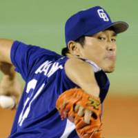 Short outing: Dragons southpaw Masahiro Yamamoto lasts three innings in Game 4 of the Japan Series on Wednesday. He allowed three runs. | KYODO PHOTO