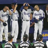 Disappointing finish: The Chunichi Dragons, including manager Hiromitsu Ochiai (66), react to the team's series-ending loss on Sunday at Nagoya Dome. | KYODO PHOTO