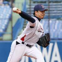 Shut 'em down: Swallows right-hander Shohei Tateyama holds the Dragons to five hits in Tokyo Yakult's 2-0 win on Thursday at Jingu Stadium. | KYODO PHOTO