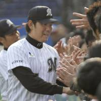 Under lock and key: Marines ace Yoshihisa Naruse shut the door on the Lions with a four-hitter in Chiba Lotte's 2-0 victory on April 19. | KYODO