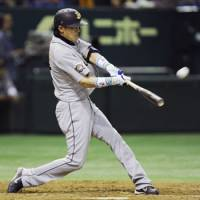Cometh the hour: Koji Yamasaki hits a tie-breaking three-run home run in the ninth inning as the Buffaloes beat the Giants 4-1 on Monday. | KYODO PHOTO
