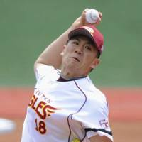 Familiar face: Eagles starter Masahiro Tanaka picks up the win for the Pacific League in Game 3 of the All-Star Series on Sunday in Sendai. Tanaka pitched one inning. | KYODO