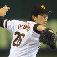 Down to the wire: Giants lefty Tetsuya Utsumi and his Yomiuri teammates drop a 2-1 decision to the Hanshin Tigers on Wednesday at Tokyo Dome.   KYODO