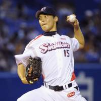 Tight grip: Swallows southpaw Kyohei Muranaka fires a pitch to the Giants in Friday's Central League game at Jingu Stadium. Tokyo Yakult beat Yomiuri 4-2. | KYODO