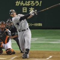 Getting the job done: Tigers star Matt Murton hits a leadoff single in the second inning, extending his hitting streak to 30 games on Tuesday at Tokyo Dome. Yomiuri defeated Hanshin 4-3. | KYODO