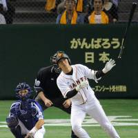 All eyes on the ball: The Giants' Hisayoshi Chono watches his first-inning home run leave the park on Friday at Tokyo Dome. Yomiuri defeated the Chunichi Dragons 7-2. | KYODO PHOTOS