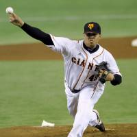 Impressive: Giants hurler Dicky Gonzalez holds the Dragons to one hit over seven scoreless innings on Saturday at Tokyo Dome. Yomiuri defeated Chunichi 4-1. | KYODO PHOTO