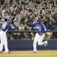 By any means necessary: Chunichi's Tony Blanco rounds the bases after hitting a game-tying, three-run homer on Tuesday. | KYODO