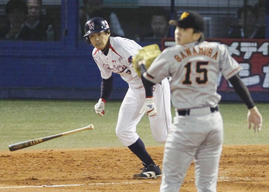 Swallows win Game 1 to put Giants on brink
