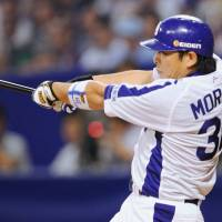 Blazing start: Dragons third baseman Masahiko Morino hits an RBI single during the third inning of Game 1 of the CL Climax Series final stage on Wednesday at Nagoya Dome. Morino drove in two runs in Chunichi's 2-1 win over Yakult. | KYODO