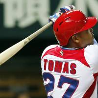 Perfect timing: Cuba slugger Yasmany Tomas hits a solo shot off Japan's Kenji Otonari in the third inning of their WBC game on Wednesday. | AP