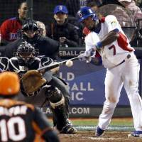 Money player: Jose Reyes of the Dominican Republic raps out an RBI single in the fifth inning against the Netherlands in their semifinal game at the World Baseball Classic in San Francisco on Monday night. The Dominicans defeated the Dutch 4-1. | KYODO