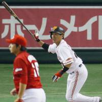 Winning hit: Ryota Wakiya watches his two-run single in the seventh inning carry the Yomiuri Giants to a come-from-behind victory over the Hiroshima Carp on Friday. | KYODO