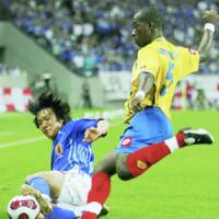 Japan midfielder Shunsuke Nakamura battles Colombia defender Javier Arizala during the first half of their Kirin Cup match on Tuesday at Saitama Stadium 2002. The match ended in scoreless draw. | KYODO PHOTO