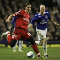 Fiorentina's Riccardo Montolivio (left) moves for the ball in front of Everton's Andrew Johnson in their UEFA Cup match on Wednesday night. | AP PHOTO