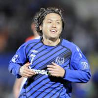 Brink of glory: Yasuhito Endo celebrates after scoring Gamba Osaka's second goal in its 3-0 Asian Champions League final first-leg win over Adelaide United on Wednesday. | KYODO PHOTO