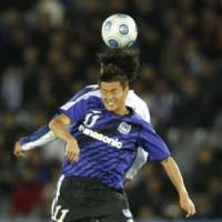 Rising above: Gamba Osaka's Ryuji Bando leaps to head the ball against an unidentified player from Mexico's Pachuca in the Club World Cup's third-place match on Sunday in Yokohama. Gamba won 1-0. | AP PHOTO