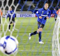 Shutout win: Gamba Osaka midfielder Yasuhito Endo scores a goal on a penalty kick in the 72nd minute against China's Shandong Luneng in an Asian Champions League match at Expo Stadium in Osaka on Tuesday. Gamba won 3-0. | KYODO PHOTO