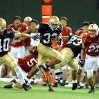 Quick feet: Running back Jay Vickers, who rushed for a game-high 139 yards and a 3-yard touchdown, earns MVP honors in the Notre Dame Japan Bowl at Tokyo Dome on Saturday. Notre Dame defeated Japan 19-3. | YOSHIAKI MIURA PHOTO