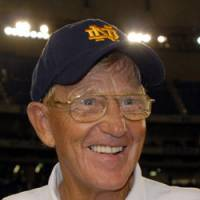 Gridiron icon: Notre Dame Football Legends coach Lou Holtz flashes a smile on Saturday at Tokyo Dome. | YOSHIAKI MIURA PHOTO