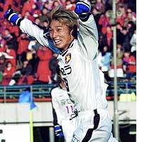 Teruaki Kurobe of Purple Sanga celebrates after scoring the winning goal in Kyoto's 2-1 win over the Kashima Antlers in the final of the Emperor's Cup at Tokyo's National Stadium.