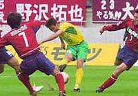 JEF United Ichihara striker Choi Yong Soo fires in a goal against the Antlers during their J. League match at Kashima Stadium on Saturday.