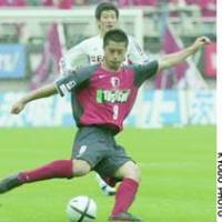 Kashima, Ibaraki Pref. - Mitsuo Ogasawara of the Antlers controls the ball during Saturday's match against FC Tokyo. The match ended in a 0-0 draw.