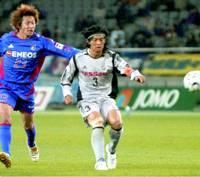 Yokohama defender Naoki Matsuda scores the game-winner in the second half of Nabisco Cup group-league play against the FC Tokyo on Wednesday.