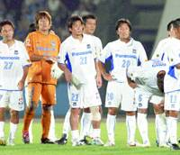 Gamba Osaka's players look disappointed after a 3-2 defeat to Kawasaki Frontale on Wednesday at Kawasaki Todoroki Stadium. | KYODO PHOTO