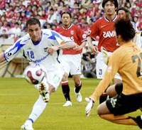 Gamba Osaka forward bare scores a goal in the 17th minute during Sunday's J. League first-division match against Urawa Reds at Saitama Stadium 2002. The match ended in a 1-1 draw. | KYODO PHOTO