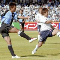 Kawasaki Frontale forward Kazuki Ganaha (left) dodges a defender and fires a shot in the second half against Kashiwa Reysol. The game ended in a 0-0 draw. | KYODO PHOTO