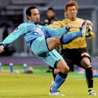 Yokohama FC defender Takuya Yamada, left, competes with Kashiwa Reysol defender Hidekazu Otani for the ball in first-half action at Kashiwanoha Stadium on Saturday. The game ended in a 1-1 draw. | KYODO PHOTO