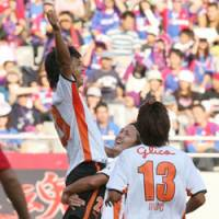 Racing pulse: Shimizu S-Pulse's Masaki Yamamoto celebrates with teammates after opening the scoring in a 5-1 rout of FC Tokyo at Ajinomoto Stadium on Saturday. | KYODO PHOTO