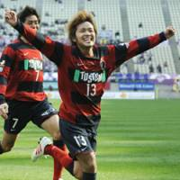 Victory run: Kashima forward Shinzo Koroki (13) reacts after he scores the match-winning goal in the 90th minute against Kyoto Sanga FC at home on Saturday. Antlers won 2-1.   KYODO PHOTO