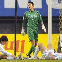 Tough spot: Goalkeeper Eiji Kawashima and Kawasaki Frontale face a difficult scenario to edge out Kashima Antlers and win the J. League title on Saturday. | KYODO PHOTO