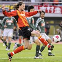 Nagoya Grampus striker Josh Kennedy heads for his second goal during the semifinals of the Emperor's Cup Sunday. | KYODO PHOTO