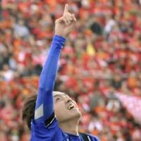 Gamba Osaka's Yasuhito Endo points to the sky after scoring his second goal against Nagoya Grampus, helping clinch his team's victory in the Emperor's Cup. | KYODO PHOTO