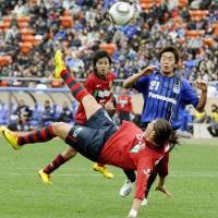 Dynamic attack: Kashima forward Marquinhos attempts a bicycle kick against Gamba Osaka in the Fuji Xerox Super Cup at National Stadium on Saturday. Antlers won 5-3 on penalties.   KYODO PHOTO