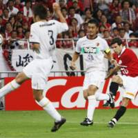 Hard kick: Urawa Reds midfielder Robson Ponte scores a goal in the 80th minute against Kashima Antlers at Saitama Stadium on Saturday. The matched ended in a 1-1 draw. | KYODO PHOTO