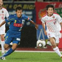 Steady as she goes: A goal from Keiji Tamada (right) last weekend extended Nagoya Grampus' lead at the top of the J. League to seven points. | KYODO PHOTO